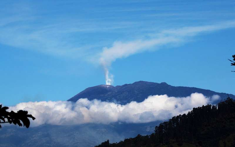 Turrialba is adjacent to Irazú and both are among Costa Rica's largest volcanoes. Turrialba has had at least five large explosive eruptions in last 3500 years. On clear days both the Pacific Ocean and Caribbean Sea can be seen from the summit.
