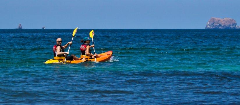 Kayak y snorkel tour (2.5 horas) desde Tamarindo